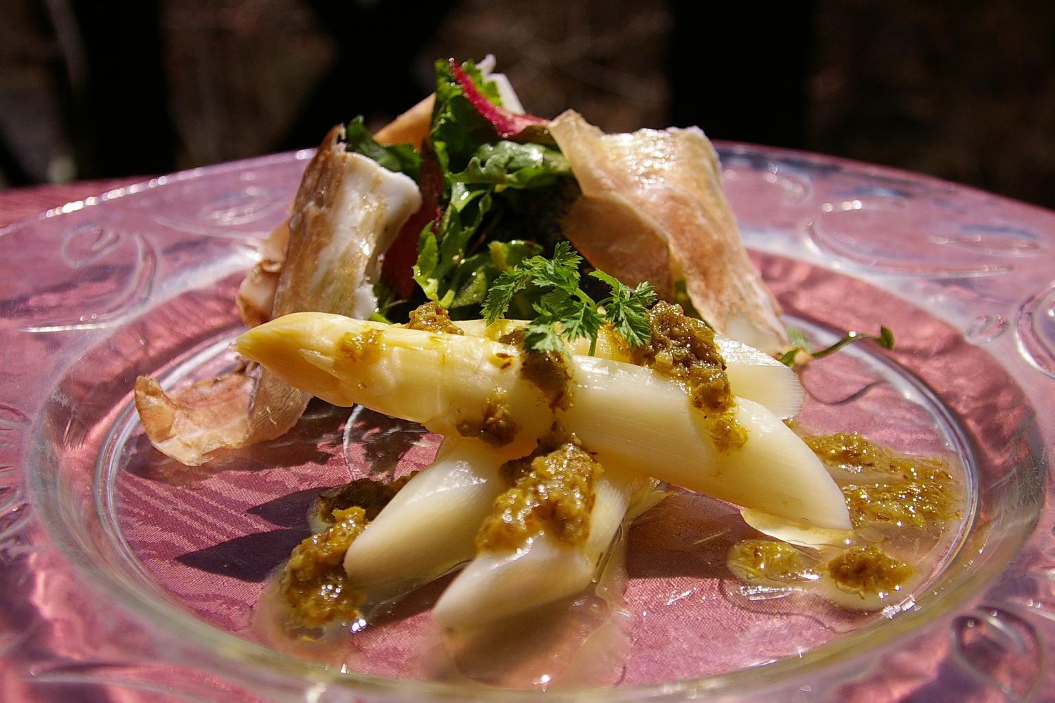 白芦笋和煮款兰花茎的香味