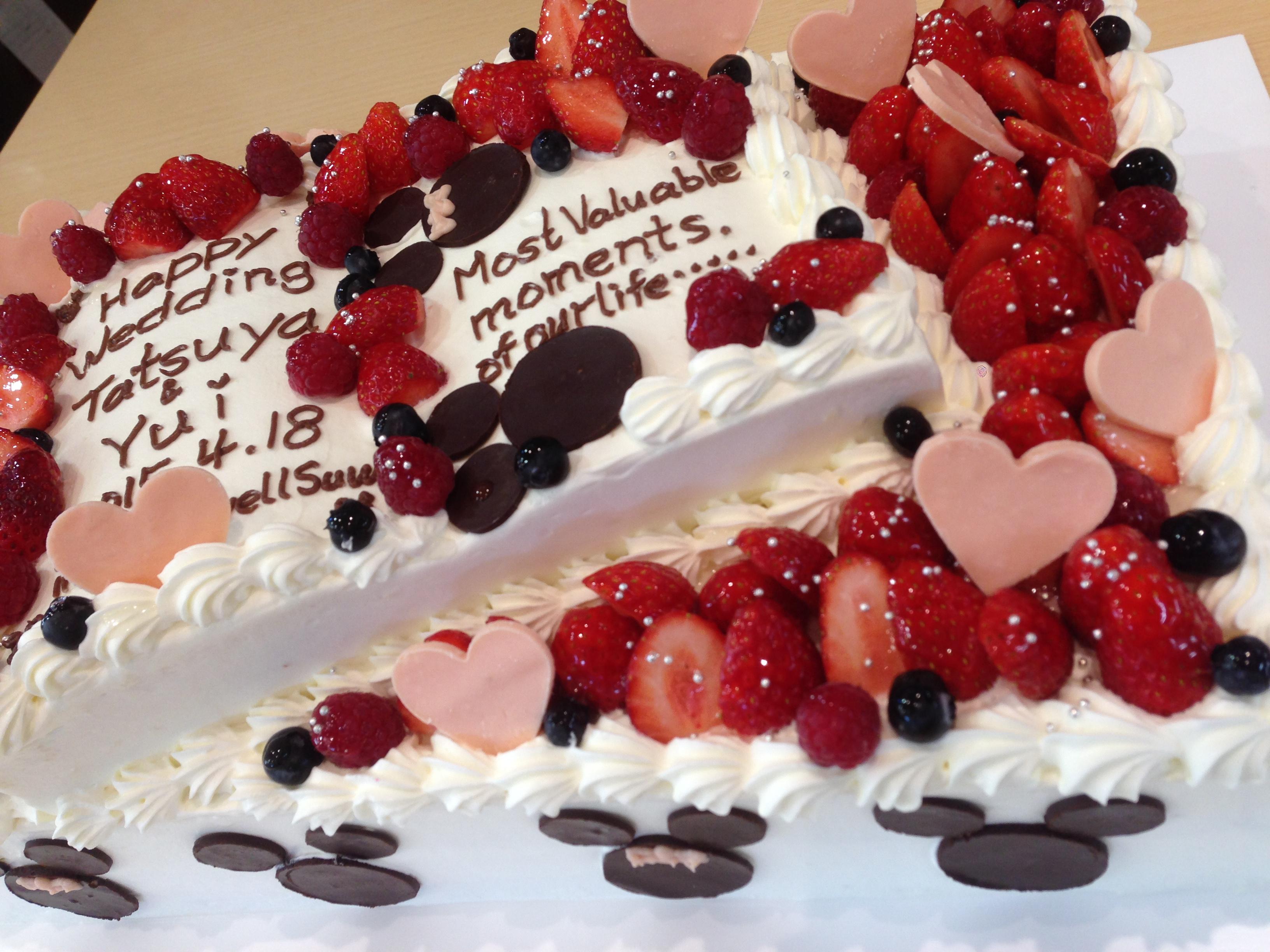 ウェディングケーキ:ご要望に応じてお作りいたします。
