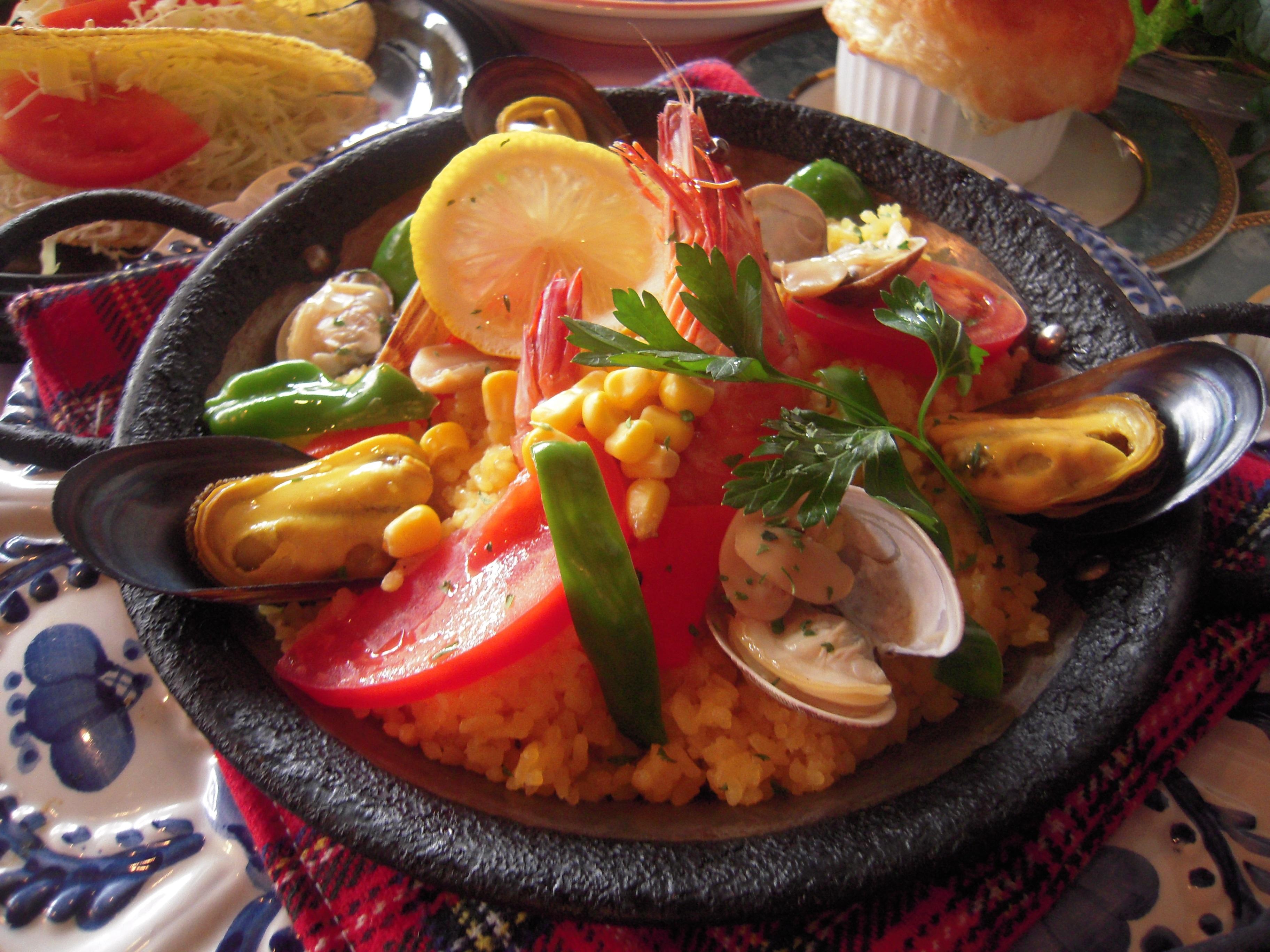 Valencia-style fish paella